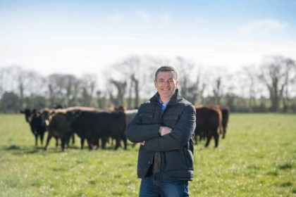 retail signs deal, buy organic beef